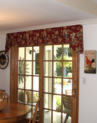 Adding a new window treatment is really a good thing especially when you  want to renovate your home without spending too much on it. Valances are  good for ...