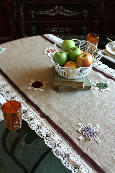 Fall feeling table