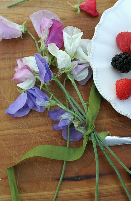 Sweet peas & berries